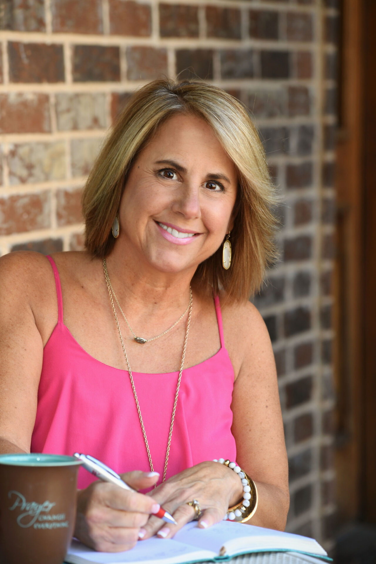 Lisa Jones Headshot